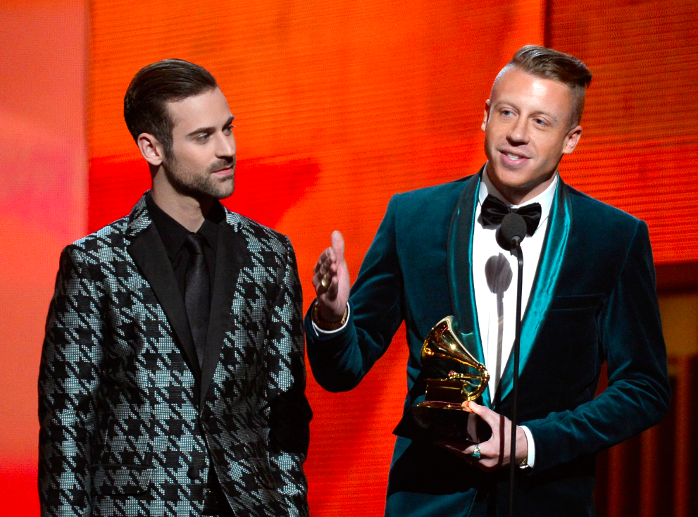 best-rappers-ryan-lewis-and-macklemore-accepted-the-best-new-artist-award-in-snazzy-suits